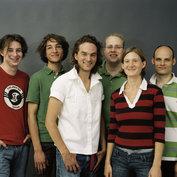 Young Friends: Michael Wollny, Johannes Lauer, Florian Trübsbach, Axel Schlosser, Eva Kruse, Eric Schaefer - ©ACT / Jens Liebchen
