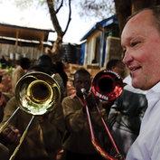 Nils Landgren in Kiberia, Nairobi 2009 © Mattias Klum